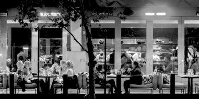 Restaurant-scene---Oozels-Square,-BrindleyPlace,-Birmingham